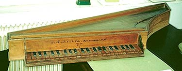 The 1637 Zenti bentside spinet